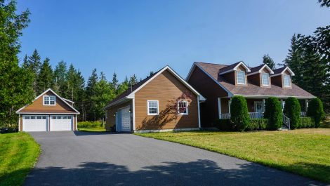 Bungalow Beauty on its Peaceful, Tranquil Setting! 30 Millhaven Dr., Quispamsis